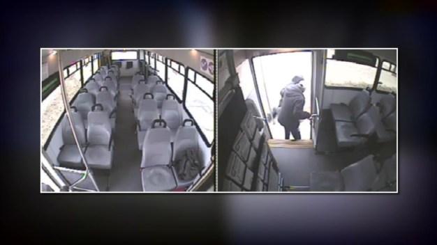 Pasajero da puñetazos al chofer de un autobús