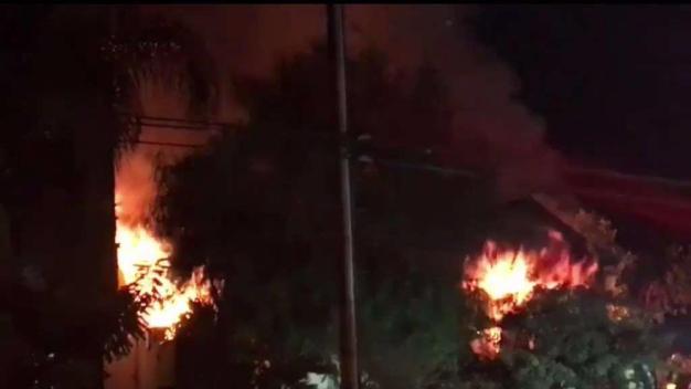 Joven sufrió quemaduras por incendio de árbol de Navidad