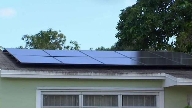 Acusan de estafa a compañía de paneles solares