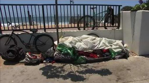 Retiran campamento de indigentes en las playas