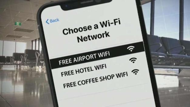Tenga cuidado al usar estaciones para cargar el celular