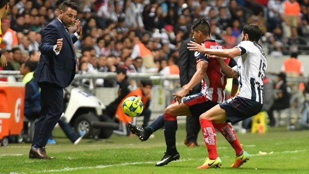 Las Chivas aguantan pero Monterrey saca un empate