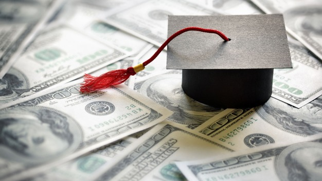 California podría seguir financiando estudios superiores