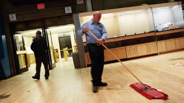 Empleados se quejan por malas condiciones de trabajo