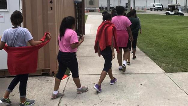 Fallo facilita la permanencia de niños migrantes en EEUU