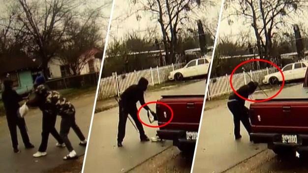 Con su propio bastón: anciano recibe violenta golpiza