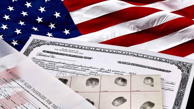 Aconsejan la ciudadanía a inmigrantes que califiquen