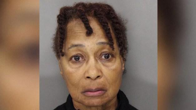 """La """"Madre Anna"""", líder de centro religioso y sospechosa de asesinato"""