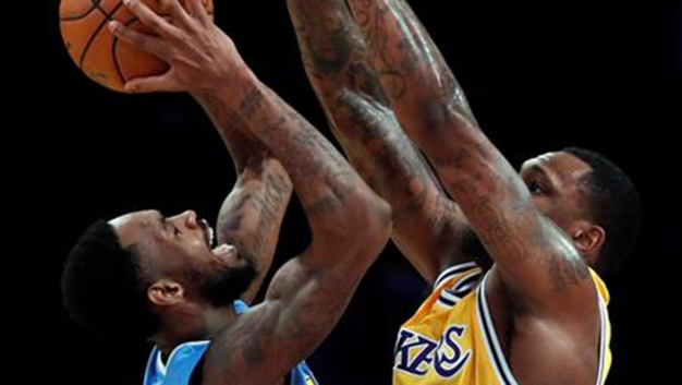 Caen Los Angeles Lakers ante los Denver Nuggets
