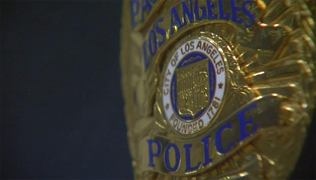 Acusan de agresión sexual a oficial del LAPD