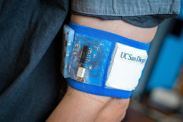 Presentan dispositivo que regula temperatura corporal