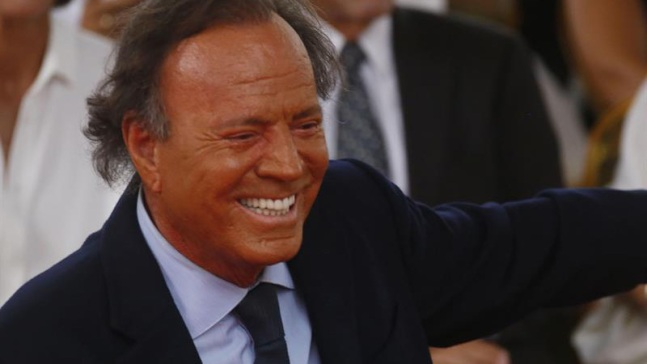 Compositora demanda a Julio Iglesias