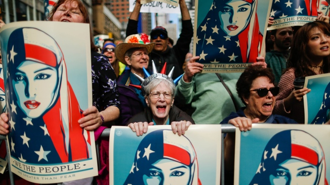 Corte de EE.UU. mantiene bloqueo a veto de viajes de Trump