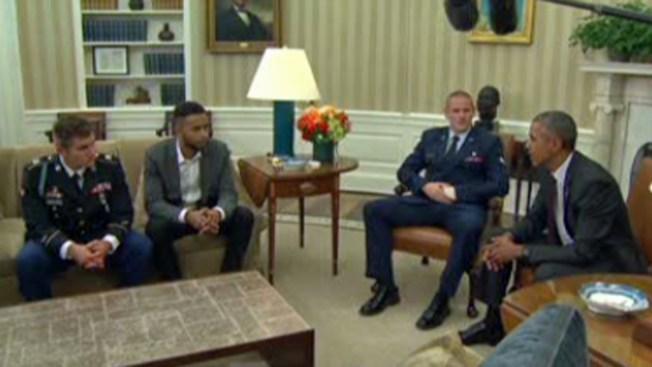 Obama recibe a héroes que impidieron atentado
