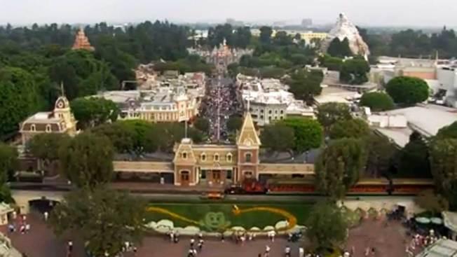 Quejas por aumento a pase de Disneyland