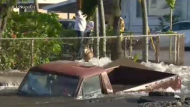 La tierra se traga una camioneta en Hawai