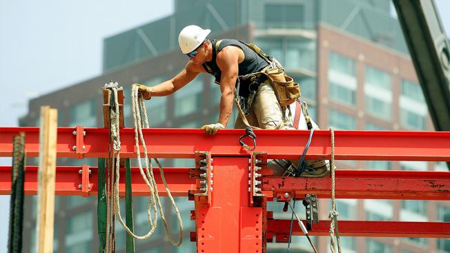 Ofrecen trabajos de construcción y en centro de distribución