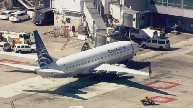 Estados Unidos: Adolescente salta de un avión hacia la pista de rodaje