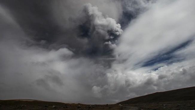 Declaran emergencia por volcán en Ecuador