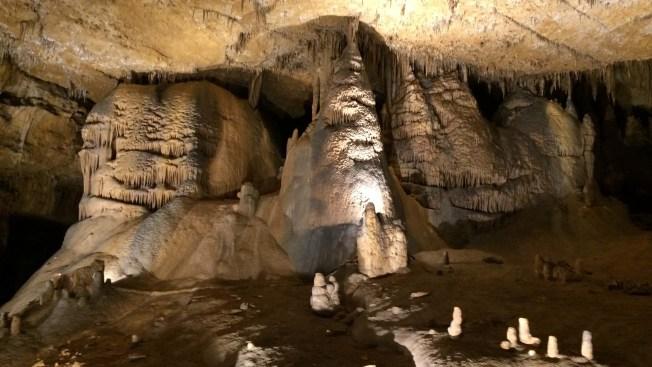 Joven queda atrapado 60 horas en una cueva