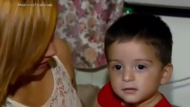 Detienen deportación de niño de un año