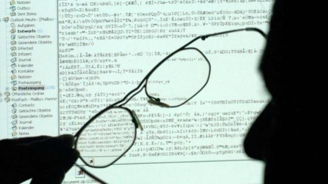 Obligan a fiscalía a admitir pruebas sobre espionaje