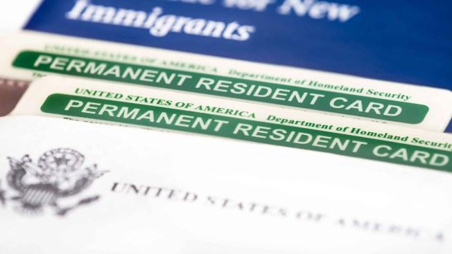 Acusan a mujer de hacerse pasar por abogado de inmigración