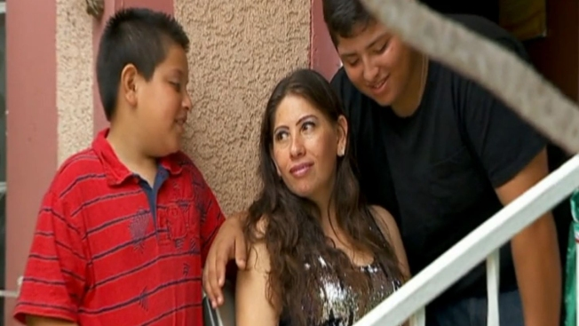 Corridos y mariachis dan consejos legales a indocumentados