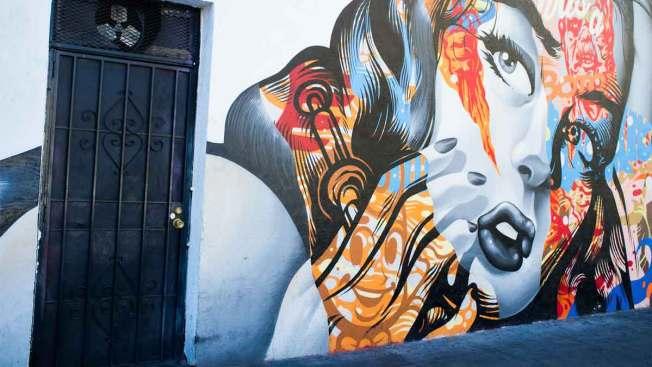 Hispanos impulsan el renacer de murales en L.A.