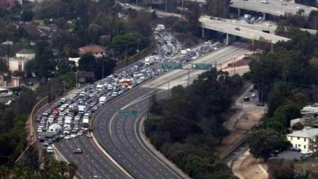 Amenaza de suicidio cierra autopista 101