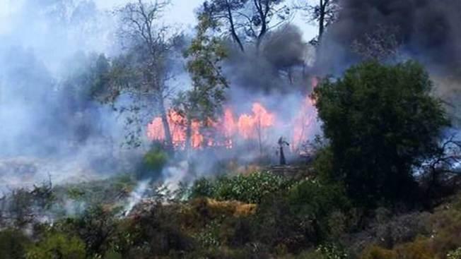 Empleados de Caltrans iniciaron voraz incendio