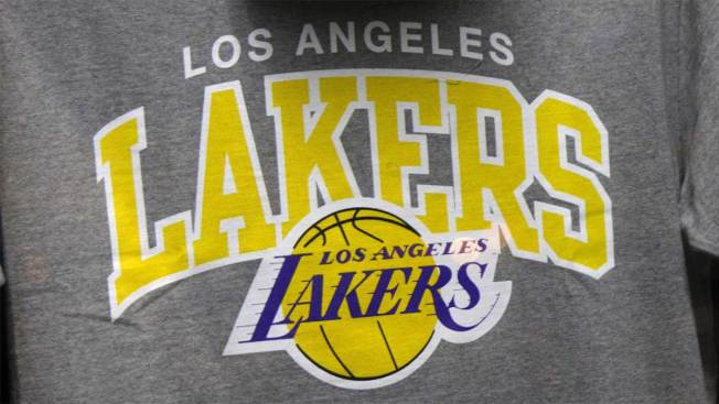 Se agrava la crisis de juego de los Lakers