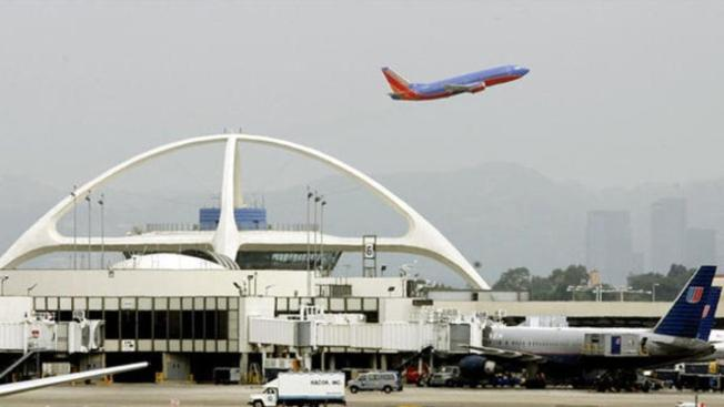 Prohiben a taxistas de LAX discriminar contra pasajeros