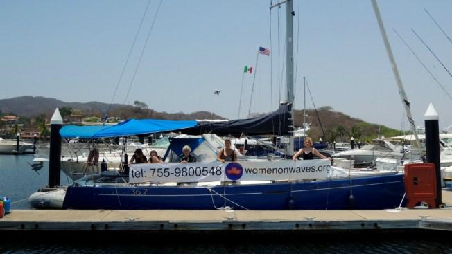 Llega barco que ofrece abortos a bordo