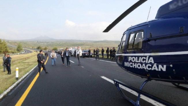 Accidente carretero en Michoacán deja ocho policías muertos