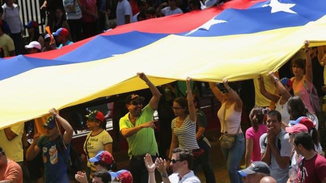 Presidente de Venezuela llama a tomarse empresas que se sumen a huelga