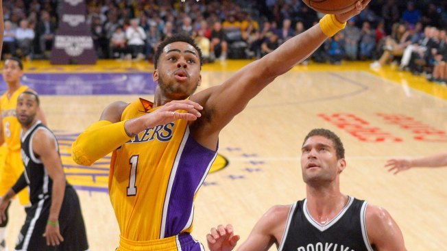 Russell pasó a Brooklyn y Lopez a los Lakers