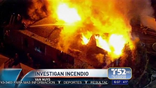 Van Nuys: casas en llamas