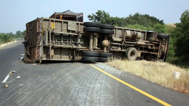 Camión cae a un abismo: 50 muertos