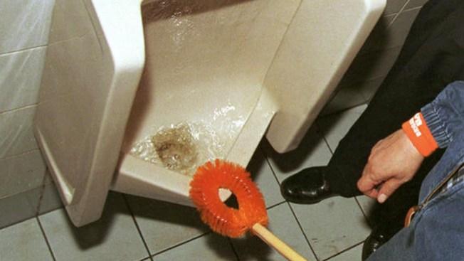 Sequía obliga a reciclar agua del inodoro