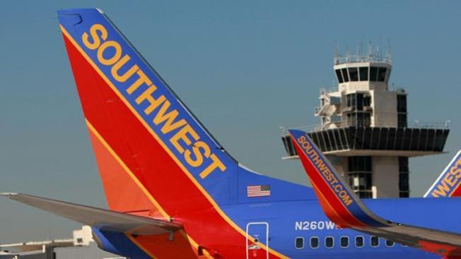 Amenaza frena a dos aviones