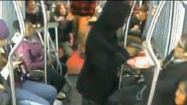 Video: pasajeros contra ladrón armado