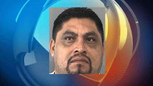 Arrestan a hombre por hacer citas sexuales con menores
