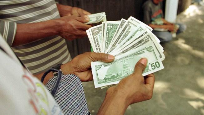 Análisis: alza de salario, menos empleos