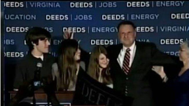 Senador Deeds fue apuñalado por su hijo