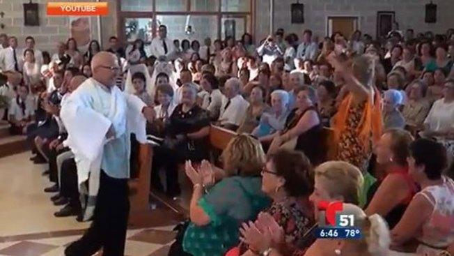 Furor: ¡cura da misa bailando sevillanas!