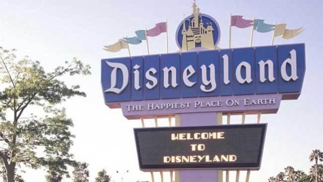 Disneyland cierra juegos por alerta