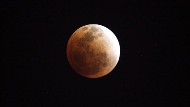 Expectación en L.A. por eclipse lunar