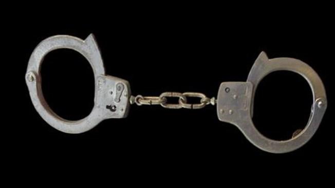 Padres arrestados por faltas de sus hijos