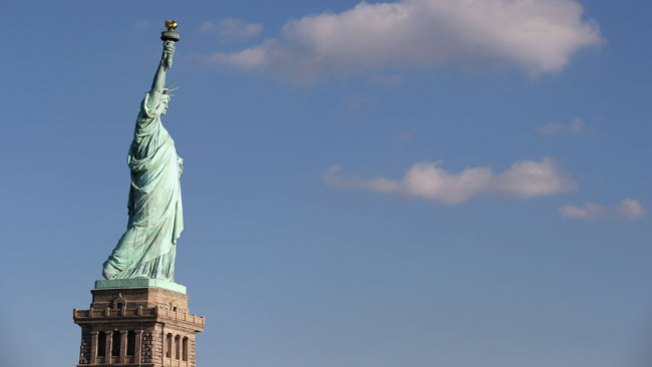 Después de Sandy, la Estatua de la Libertad reabre sus puertas al público
